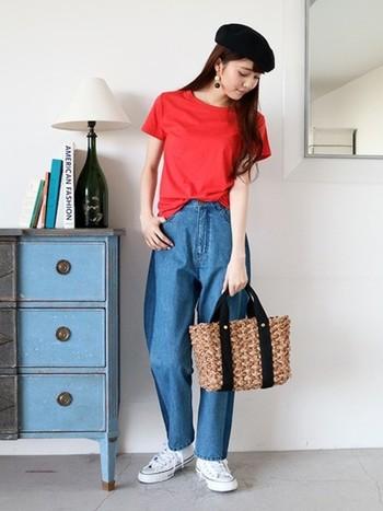 カラフルなヴィヴィッドカラーは、Tシャツなどのトップスで取り入れれば、トレンド感がぐっとアップ。鮮やかなカラーもTシャツなら、さらりと着こなせます。
