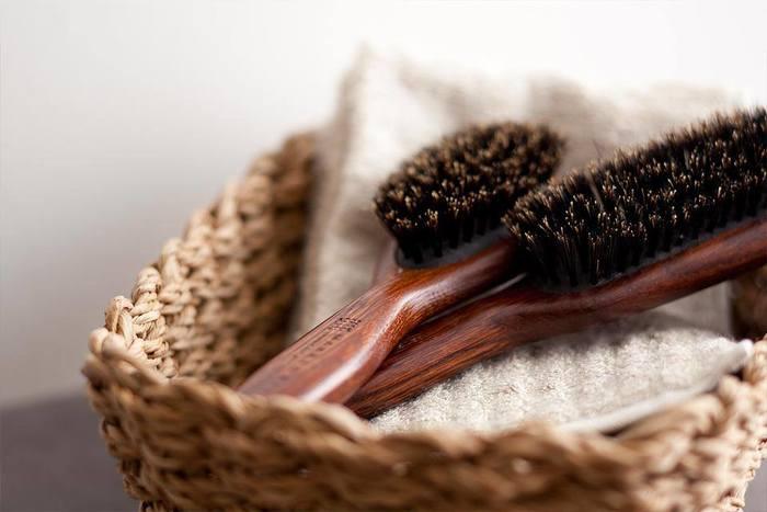 ヘアブラシはメープル、バンブー、そしてこちらのオーク、3種の木材が使われています。