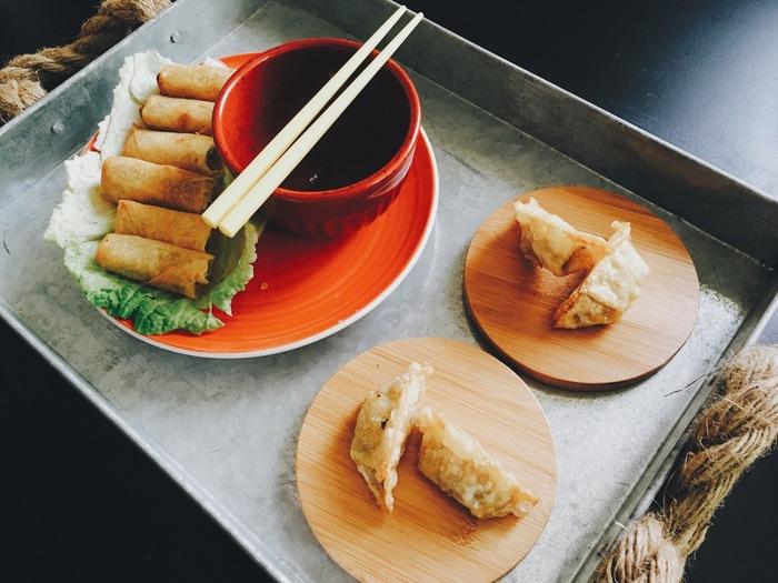 お箸は中国発祥のもので、東南アジアで広く使われています。でも、食事のときにお箸しか使わない「お箸の国」は日本だけですね。お箸にこだわりたくなるのも日本人ならでは、なのかもしれません。