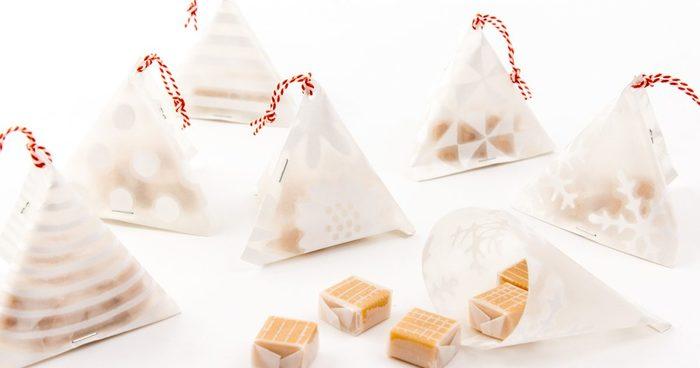 オリガミオリガミと同じく15センチ×15センチサイズの透け紙のシリーズは、中身が透ける透明感を活かして包むのがおススメです。ストライプや雪の決勝など、模様が白く浮き上がって見えてとっても可愛いんです。