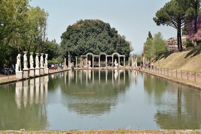 ローマの東、ティヴォリにある世界遺産『ヴィッラ・アドリアーナ』。イタリア語で「ハドリアヌスの別荘」という意味です。