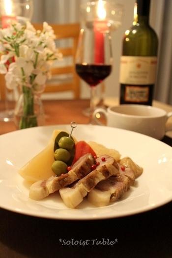お肉に焼き色を付けてから、オーブンで調理する本格的なポトフ。オーブンが使えたり、じっくり蒸し煮ができたり、ストウブ鍋の良さが十分に発揮できるメニューですね。