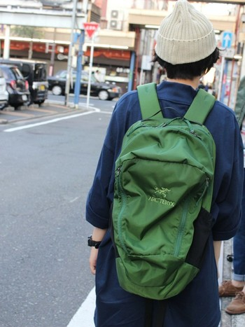 こちらはMANTIS。「グリーン」と聞くと服を選びそうですが、落ち着いた色なので意外と合わせやすいんです。