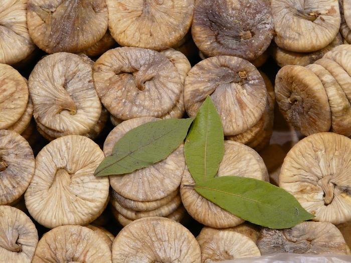 ビタミンやミネラル、食物繊維がたっぷりのドライイチジク。甘酸っぱい香りが広がります。