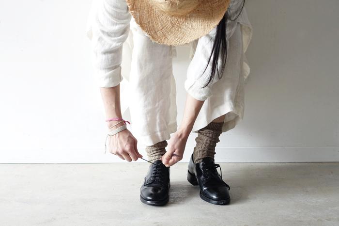 「シンプル」に生きる人=「シンプリスト」は、どんなときも物事を臨機応変かつ冷静な対応できるように、普段から自分自身を見つめ直す作業をしています。たくさん歩いたら、ときどき立ち止まって靴ひもを結び直すように。そうすることで、いざ何か決めなくてはいけないとき、自分にとって適切な迷わない選択をすることが可能になるのです。