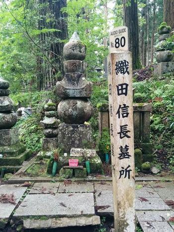 織田信長や武田信玄など、有名な戦国武将の墓所も点在しています。