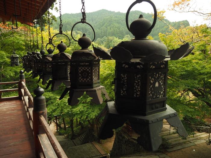 談山神社は、飛鳥時代に活躍し、「大化の改新」の中心人物である中臣鎌足を祀る神社です。飛鳥の山懐に鎮座する談山神社境内からは素晴らしい眺望が広がっています。