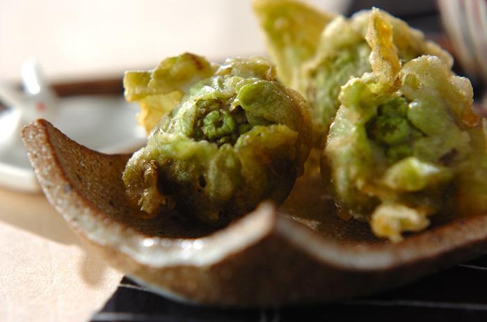 やはり、ふきのとうといえば最初にいただきたくなるのが天ぷらです。ちょっと良いお塩を用意して♪