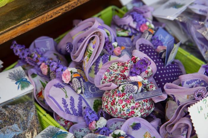 さらに石けんやサシェなど、旅のお土産にぴったりのラベンダーグッズも多く売られています*優しい香りに包まれる、癒しの旅になりますよ。