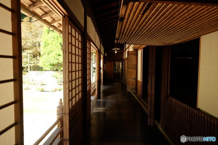 お寺に泊まるというと身構えてしまいますが、普通の旅館とような同じような和室が完備されているので安心して宿泊できます。
