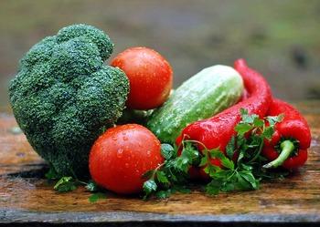 カボチャやアボカドなどの野菜にも応用可能。組み合わせしだいで、全く違うケーキになります。