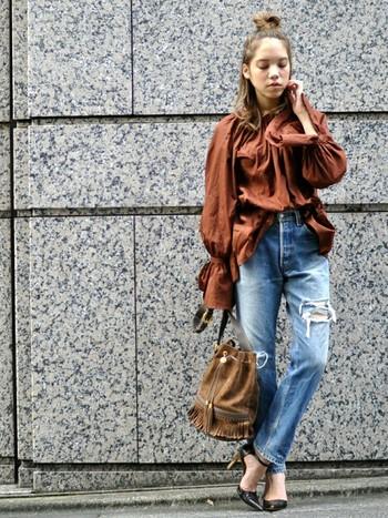 """トレンド継続中の""""ビッグシルエット""""の流れもあり、袖の長めな袖コンアイテムも豊富にそろっています!全体が大きめに作られているので、華奢に見える効果も。"""