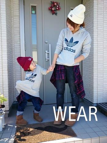 無印良品のシャツを腰巻にしてママとお出かけ♪  人混みでのお買い物も親子お揃いなら迷子にならなくてすみそうですね。