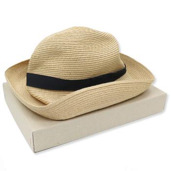 折り返し部分がとってもお洒落な麦わら帽子  クシュっとした、自然のシワを表すしているデザインがポイント!