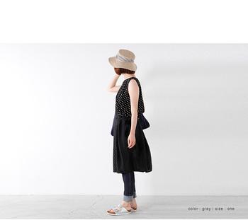 帽子のツバが広がった麦わら帽子はエレガントな雰囲気♡  涼しげで、夏にぴったりです♪