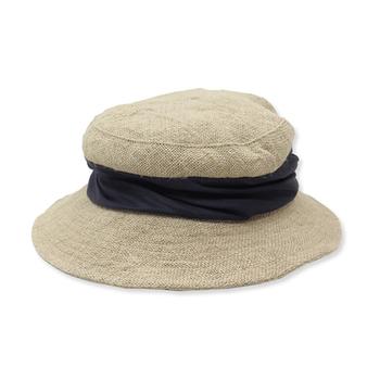 太目のリボンがアクセントの麦わら帽子  気軽にかぶれる大きさがいいですね♪  クシュクシュっと丸めて、もち運びにも便利!