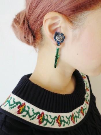ナチュラルでシンプルな装いのときには、生花のように生命力あふれるイヤーアクセサリーを耳元に飾ってお出かけしてみませんか?
