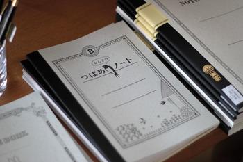 ツバメノートといえばノート界の良品として名高い定番。そのツバメノートさんが作った「ツバメの観察ノート」がこちら。あの表紙を活かして、さりげなくも可愛らしいノートになっています。