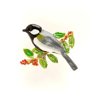 ニュアンスのある羽色と、緑の組み合わせが美しい真鍮のブローチ。