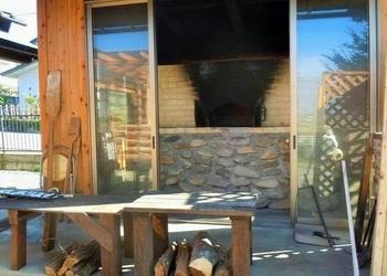 オーナーが自作し、日々、パンを焼く石窯。