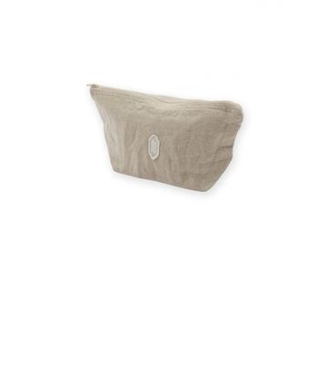 バッグの中にひとつは欲しいポーチは、リネン素材のものでナチュラルに。使い込む程に味わいが生まれ、愛着が湧いてくること間違いなし♪
