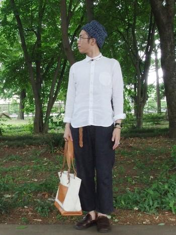 """メンズの人気も高い""""ミドルイングリッシュ""""。魅力は履き心地の良さと、シンプルなデザインではないでしょうか。リネンのシャツ&パンツのスタイルにピッタリはまります。"""
