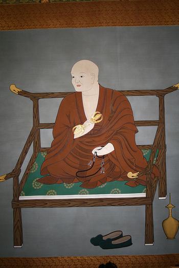 高野山の地に真言宗を開いた空海。日本の三筆にも数えられるほどの優れた能書家で、後世には「弘法にも筆のあやまり」という諺まで生まれました。