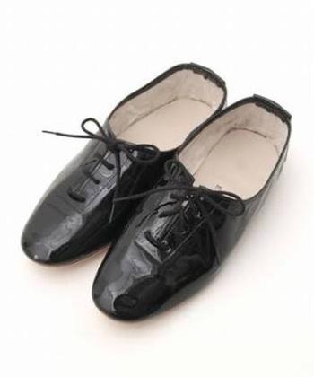 ジャズダンスのシューズもポルセリで。柔らかい皮なので足にストレスがありません。もちろん靴擦れにならないのもありがたいですね。  細部が丁寧だから、見た目もいいし、履き心地も良くなります。きちんと派にはジャズシューズがお利巧に見えるかも。