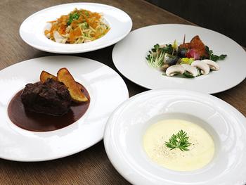 こちらは珈琲が美味しいのはもちろん、イタリアンのシェフによる本格的なお料理がいただけます。余裕のあるスケジュールで京都滞在できるときに、併設されたアパートホテルに宿泊しながらゆったりと過ごしてみたいですね。