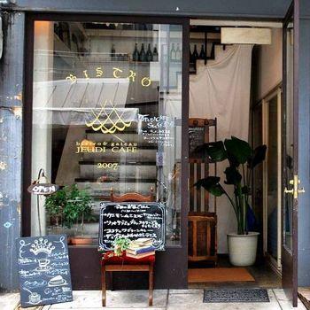 堀江公園の近くにある「JEUDI CAFE」は、堀江の中でもおしゃれカフェとして有名で、一度は足を運んでみたいお店です。
