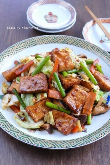 おつまみとしても、ご飯のおともとして人気のたかい回鍋肉にも、ニンニクと生姜を取り入れることで、本格的な味に。季節の野菜をふんだんに使えば、いつもとは違う回鍋肉に仕上がります♪