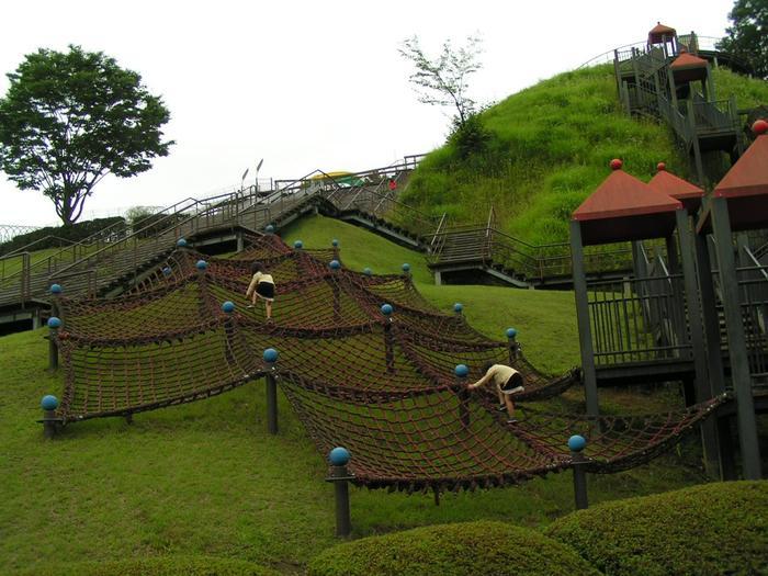 園内には斜面を利用したダイナミックなアスレチックや、大子温泉を利用した多目的温水プール「フォレスパ大子」など、親子で楽しめる施設も豊富です。