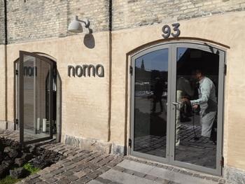 独創的な創作料理がいただけることで有名な「noma(ノーマ)」 こちらもデンマーク・コペンハーゲンのレストランです。