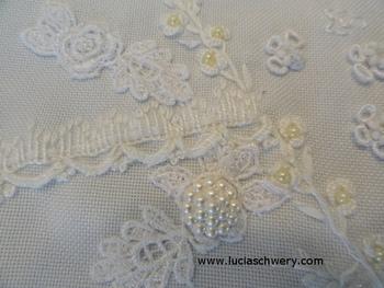 こちらはヘデボ刺繍。 白一色でナチュラルな雰囲気ですね。