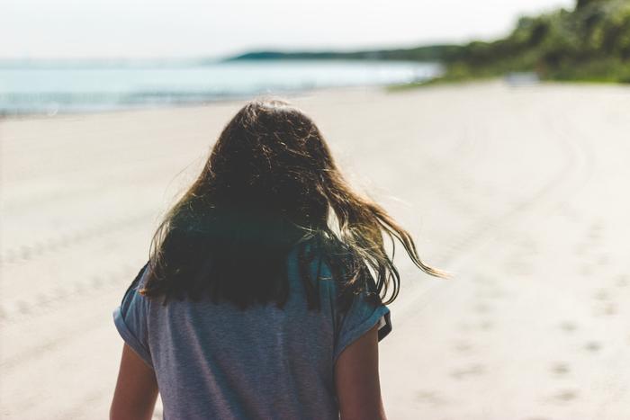 髪の毛も、お肌と同じように紫外線を浴びすぎると、乾燥してパサパサしてしまいます。 特に頭部は体の中でもっとも紫外線を浴びやすい位置にあるので、紫外線が強くなりはじめる春先から対策を心がけましょう。