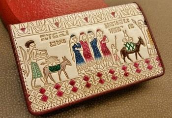 日本の昔話、浮世絵、エジプトの壁画の柄からヨーロッパのタイルの模様まで、そのデザインは多岐にわたります。