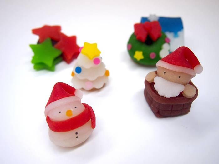 クリスマスにはサンタさんと雪だるま♪可愛すぎて食べずに飾りたくなりますね。