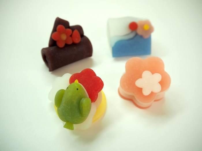 桜の前には「梅」モチーフの生菓子も。うぐすいや細かい梅など、ひとつひとつ、どこを見ても溜息が出るほど繊細です。
