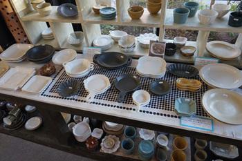 よしざわ釜の商品は、「やまに大塚」という益子町の民芸店で購入することもできます。