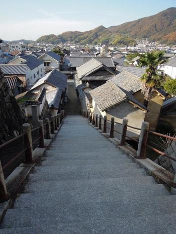 「竹原市」は、古くは京都下鴨神社の荘園として、戦国期には竹原小早川氏の、江戸期には広島藩浅野家の領地として発展し、江戸後期には、製塩業・酒造業で大いに栄えました。
