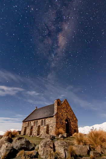 また、ここには「よき羊飼いの教会」という小さな教会もあり、とってもロマンチック。夜には満天の星空も広がります。