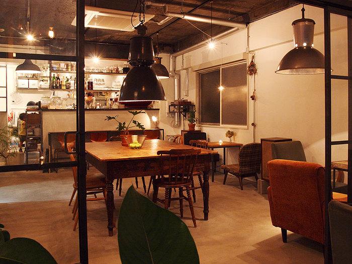 雰囲気がいいので、お酒を楽しみに訪れるお客様もたくさんいます。おうちのようにリラックスして、ゆったりと過ごすことができそうです。
