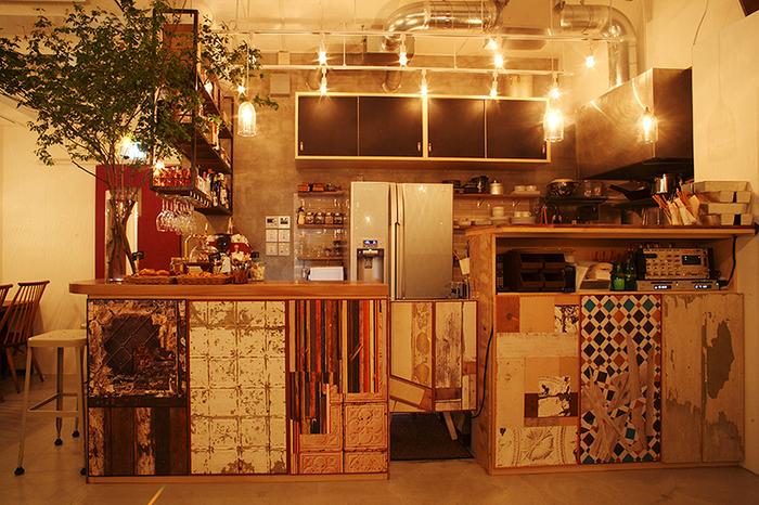 カウンターに貼られたウォールペーパーなども手作り感のある雰囲気でとても素敵ですね。新宿というよりも、表参道あたりのお洒落なカフェという感じです。