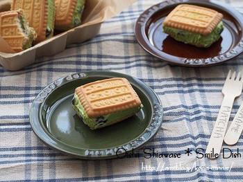 こちらも「CHOICE」にアイスをサンドしたバージョン。抹茶のグリーンと黒豆のコントラストがおしゃれ。クッキー以外の抹茶アイスも黒豆も市販のものを使用。ほろ苦い抹茶に甘い黒豆にバター風味が加わって絶品です♪