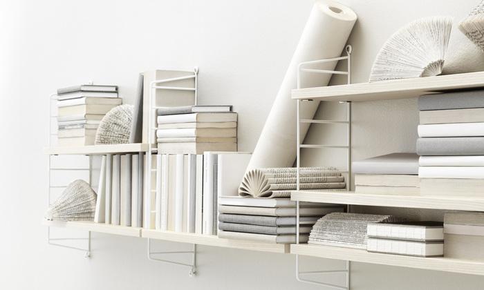 壁面にビスを使用できるなら、おすすめは「ストリングシェルフ」。お好きなストリングポケットを収納に合わせて、自由自在に組み合わせれば個性的な空間に。