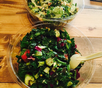 カスタム次第で様々なサラダが楽しめます。食材の食感を楽しめるのも魅力のひとつです。