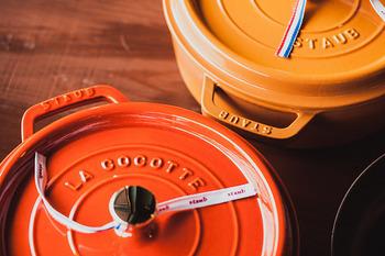 フランスのアルザス地方で、いま人気の鋳物ホーロー鍋を作り上げる調理器具メーカー「ストウブ」。ストウブの鍋といえば、やはり「ピコ・ココット」が有名。