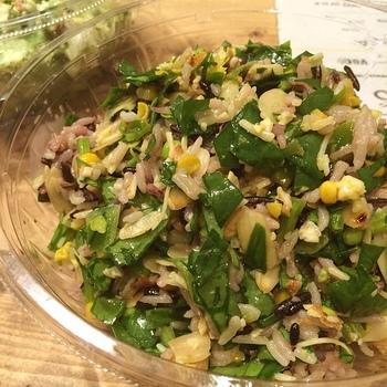 サラダだけでは物足りない!というかたにはサラダとお米のコラボが楽しめるメニューもあるのでご安心を。