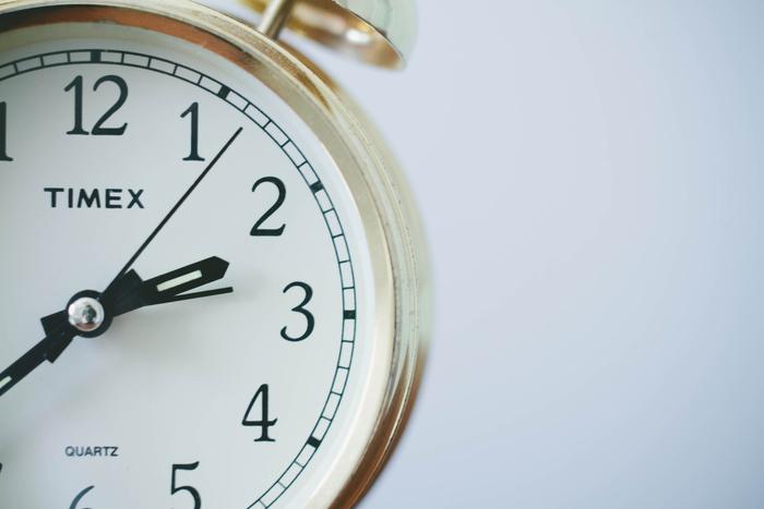 1日の自分のスケジュールを書き出して、すきま時間を探してみましょう。食後ぼんやりとTVを見ている時間、約束より早く到着した時の空き時間、寝る前にSNSを見ている時間など…意外と用事のあいまに15分くらいは見つかるもの。