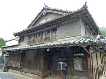 「初代郵便局跡」は、竹原で最初の郵便局だった建物です。
